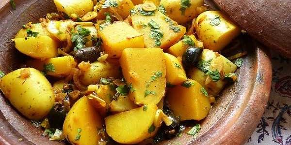 Tajine épicé de pommes de terre aux olives